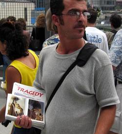 Venedor de fotos a NY el 11-09-2004