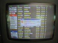 Pantalla presumptament informativa a l'aeroport de Roma Fiumicino